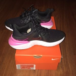 Nike legend react 2 black w pink NWT 7